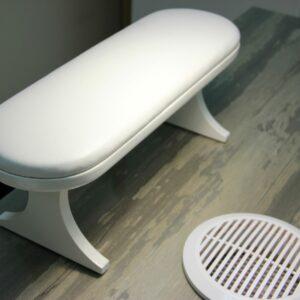 Маникюрная подставка для рук на деревянных ножках. Цвет белый/белый.